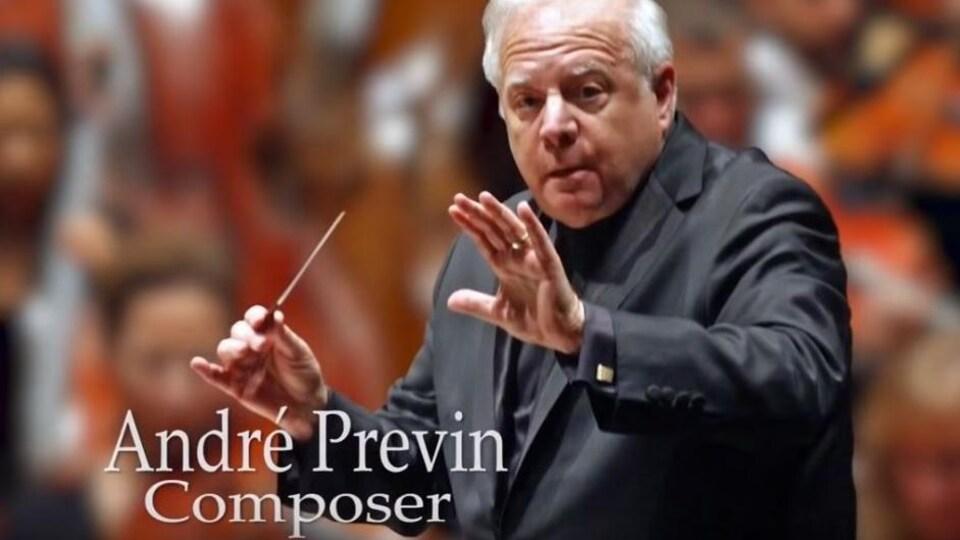 On voit le nom d'André Previn avec la photo d'un homme maniant une baguette de chef d'orchestre.