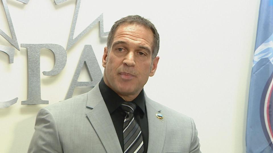 Les Kaminski, le président de l'Association des policiers de Calgary lors d'une conférence de presse.
