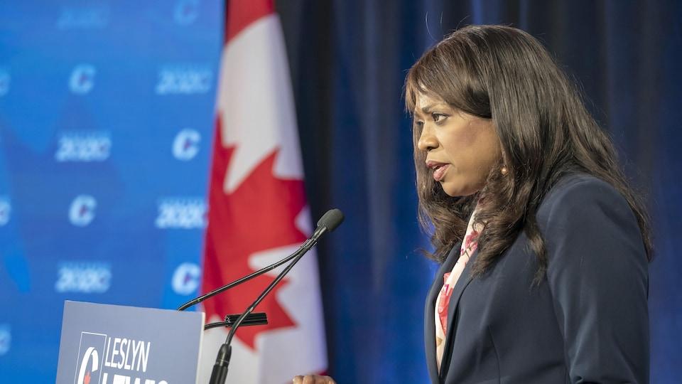 La candidate en débat.