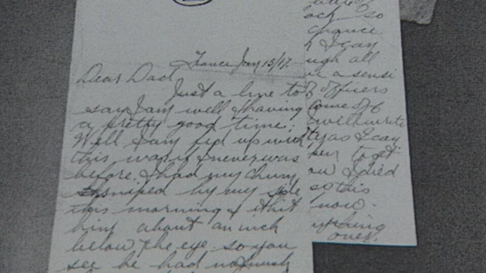 Photo d'une lettre écrite à la main sur du papier blanc.
