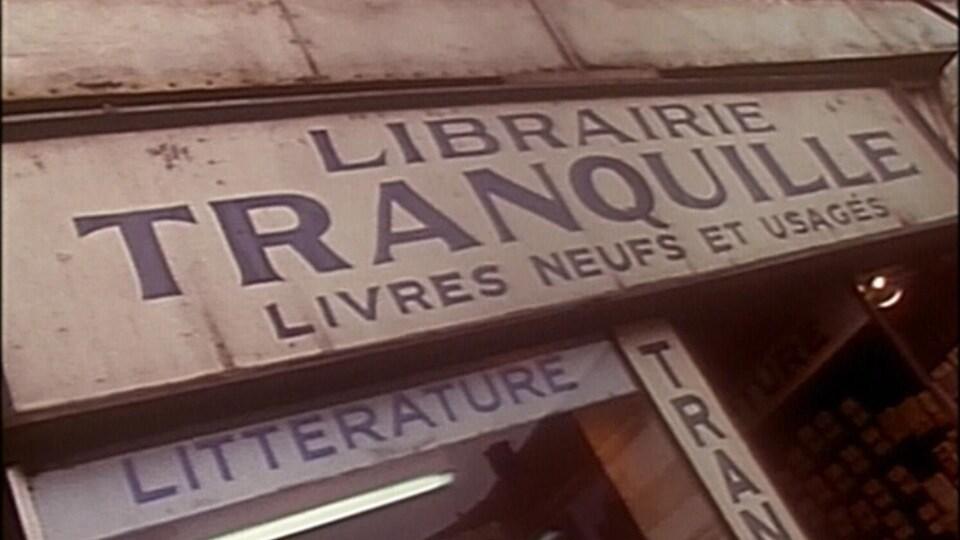 La librairie Tranquille sur la rue Sainte-Catherine au coin de Clark.