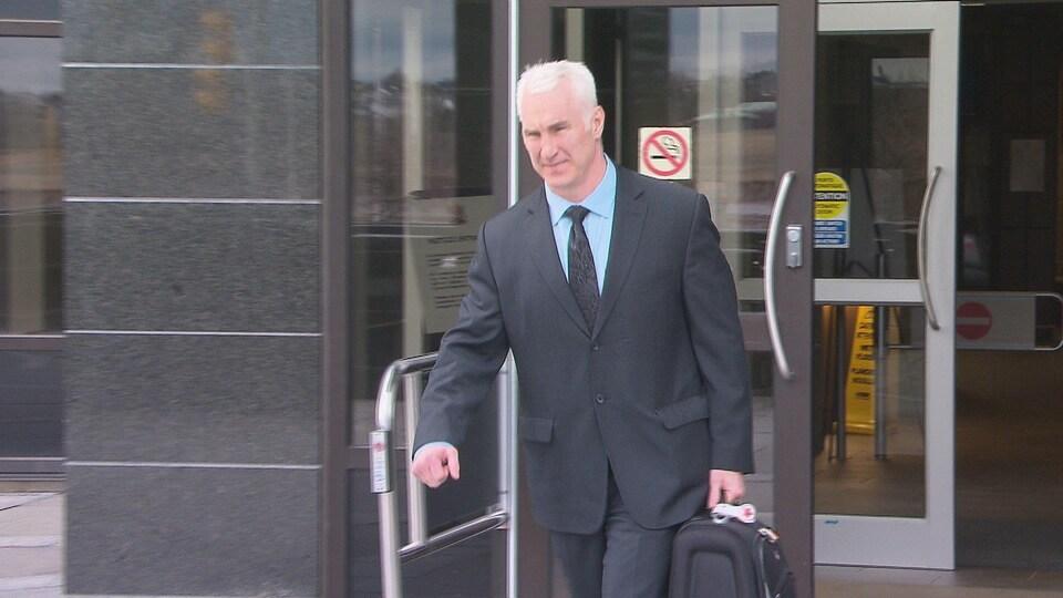 Troy Lightfoot sortant du palais de justice