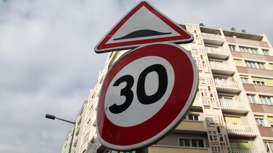 La limite de vitesse a été abaissée à 30 km/h dans 80 pour cent des rues de Grenoble.