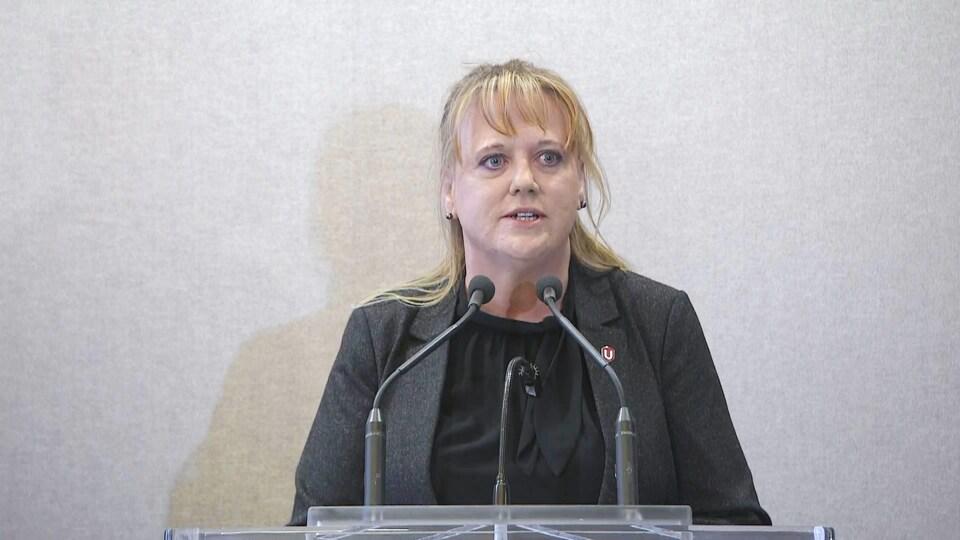 Linda MacNeil.