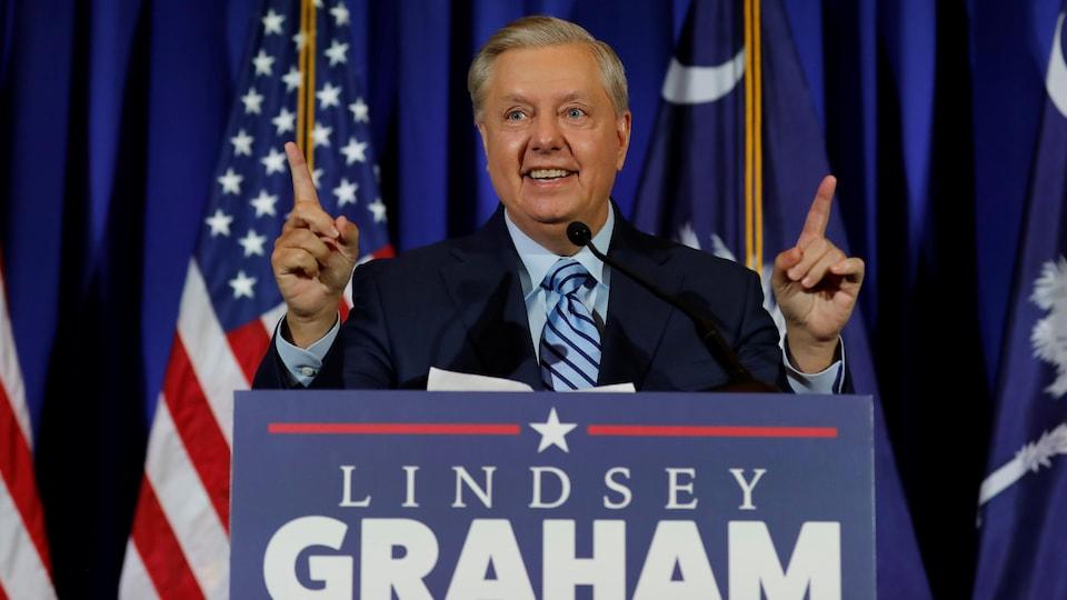 Lindsey Graham prononce un discours.