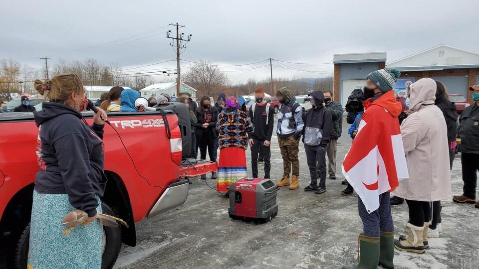 Une vingtaine de manifestants.