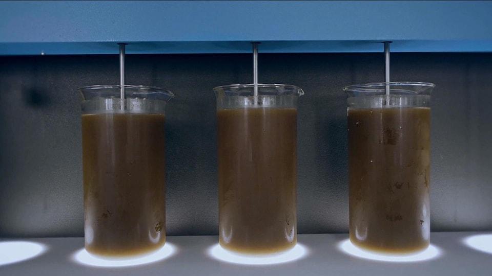 Le lixiviat dans des cylindres en verre