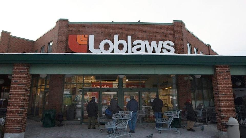La façade d'un supermarché Loblaws.