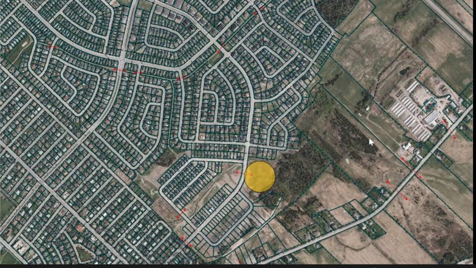 Un point jaune situe le projet sur une carte de Rimouski.