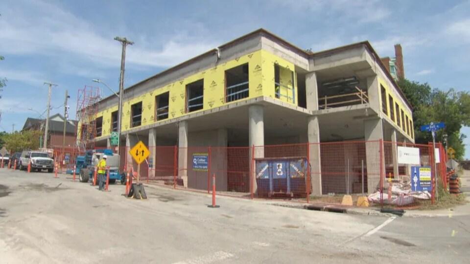 Un édifice en construction.