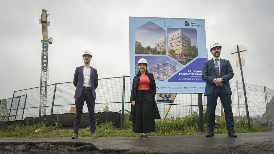 Laurent Levesque, de Utile, Valérie Plante et Steven Guilbeault devant le chantier.