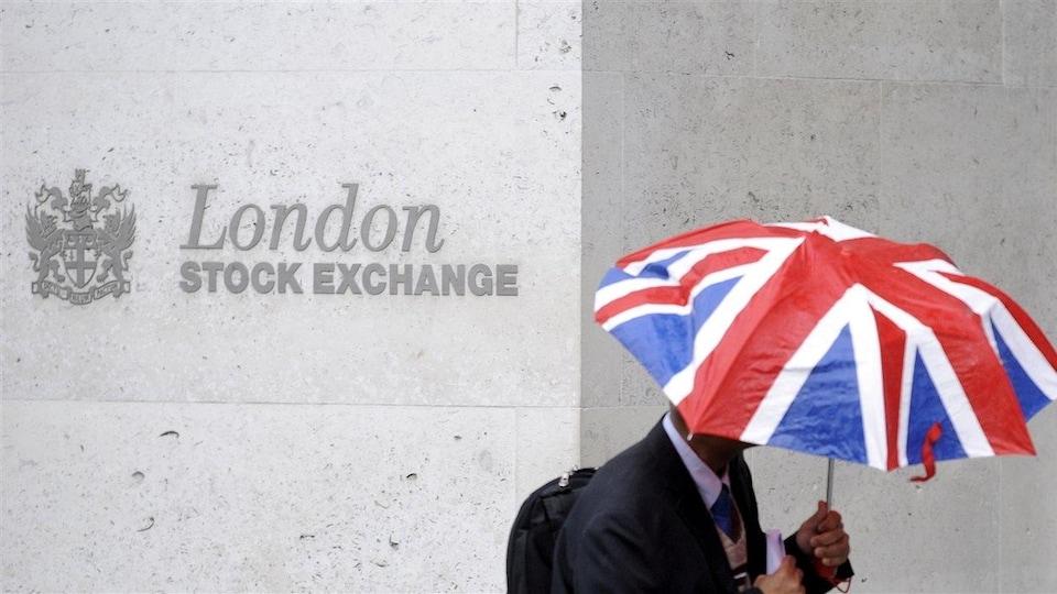 Les marchés financiers ont fluctué à la baisse après le vote du Brexit.