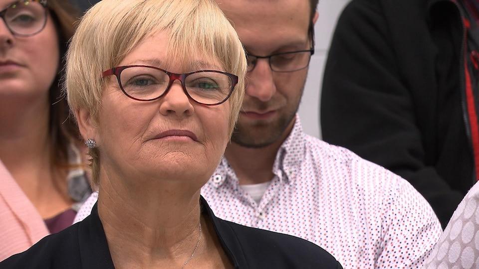 Gros plan sur le visage de Lorraine Richard.