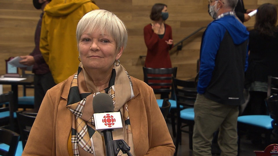 Lorraine Richard lors d'une entrevue avec Radio-Canada.