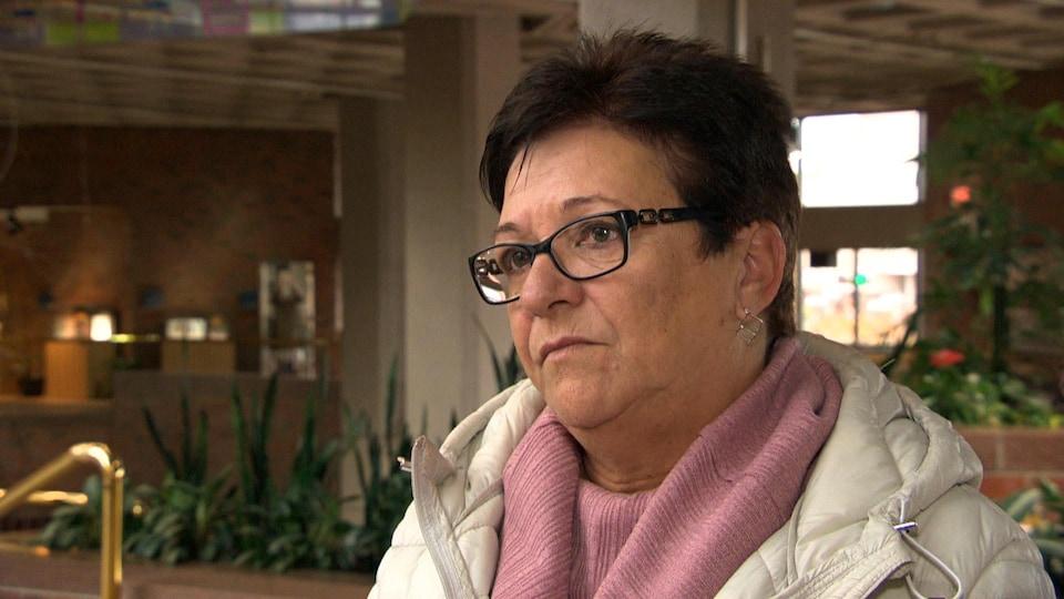Mme Boudrias durant l'entrevue à l'hôtel de ville de Gatineau.