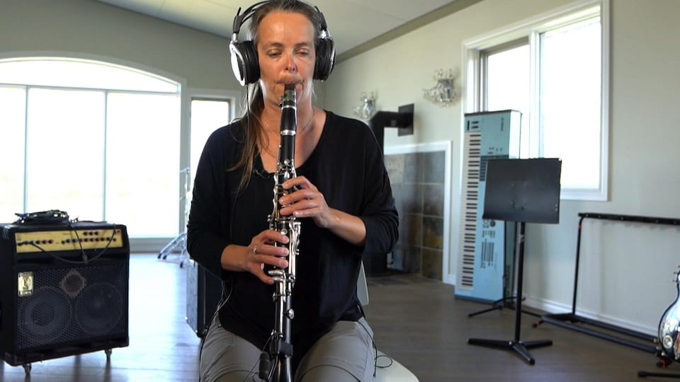 Louise Campbell à la clarinette.