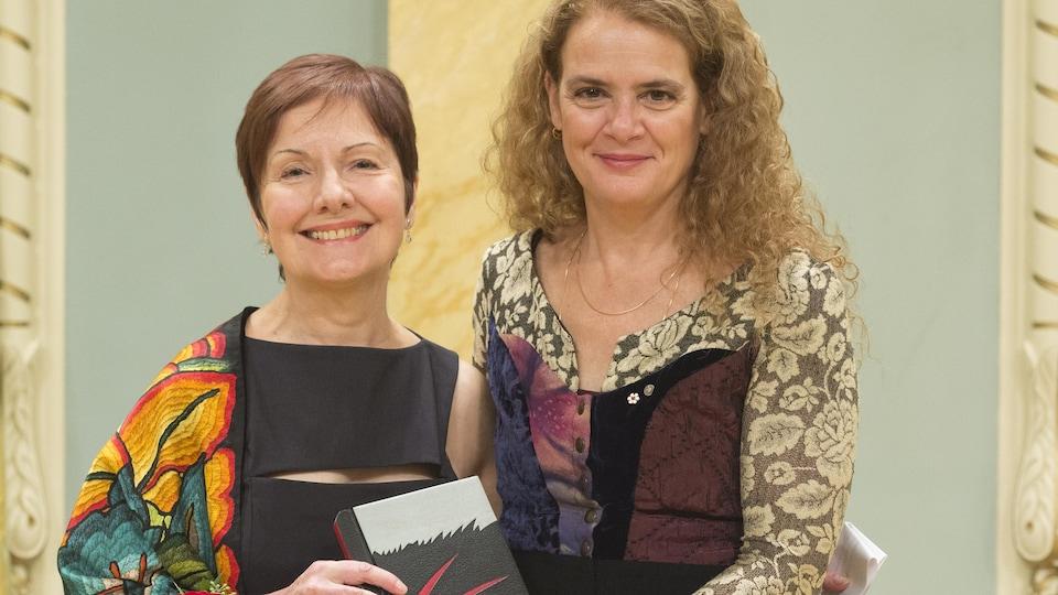 Son Excellence et la très honorable Julie Payette, Gouverneure générale du Canada, a remis le Prix littéraire du Gouverneur général 2017 dans la catégorie Poésie à Louise Dupré lors d'une cérémonie à Rideau Hall le 29 novembre 2017.