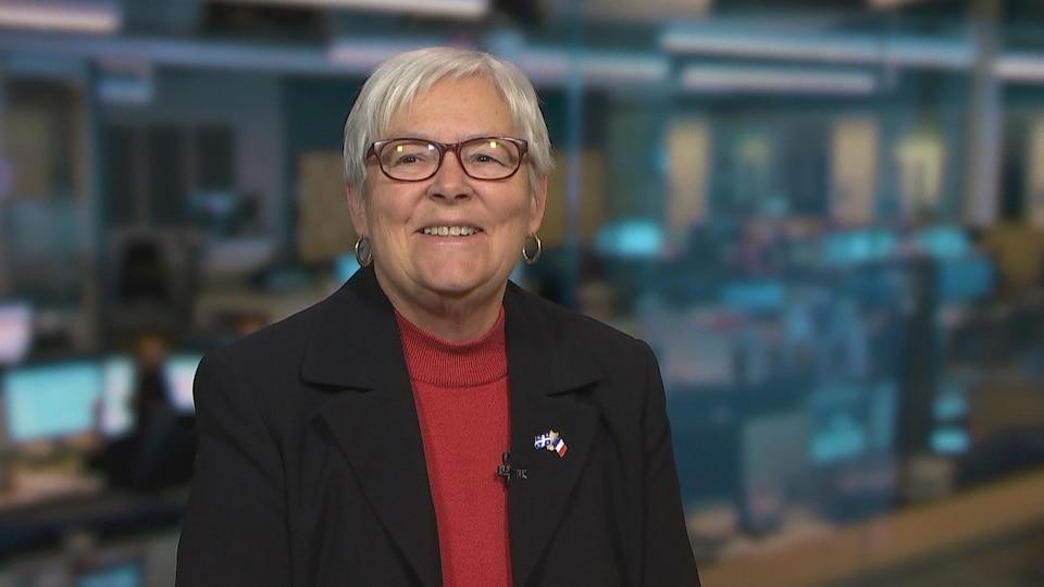 Louise Imbeault en entrevue à la télévision.