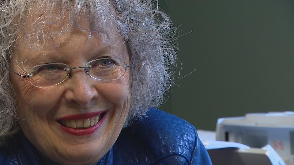 Dr Lucile Martin, souriante, dans un bureau