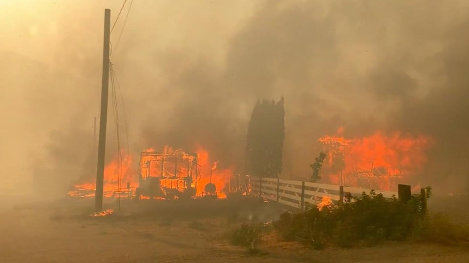 Des flammes à Lytton.