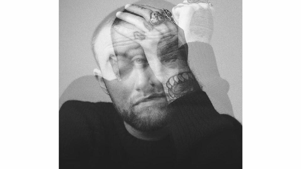 La pochette en noir et blanc de l'album « Circles », où l'on voit Mac Miller bouger la tête.