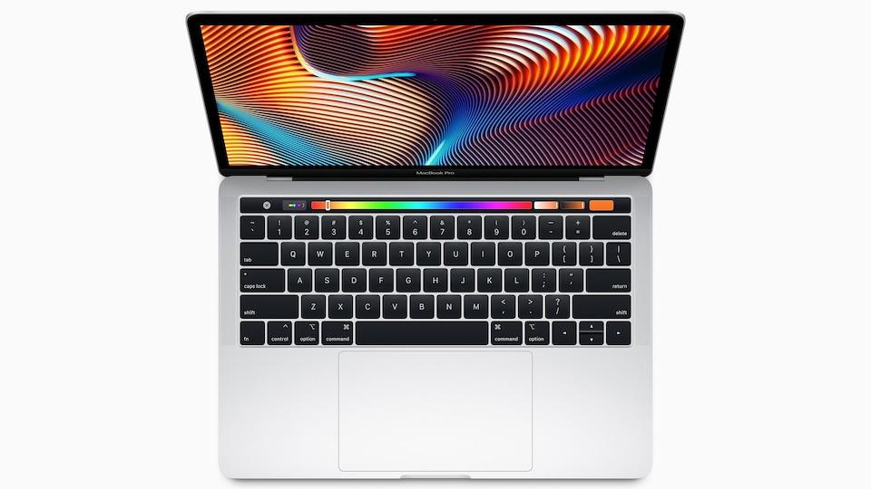 Une photo d'un ordinateur portable MacBook Pro.