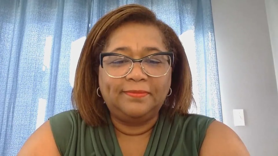 Lana MacLean interviewée par vidéoconférence.
