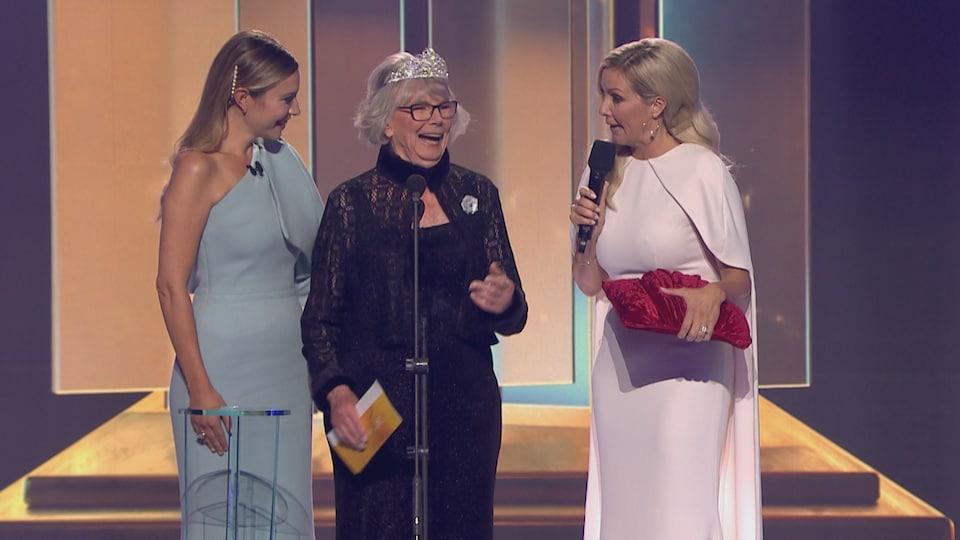 Les trois femmes sur scène.