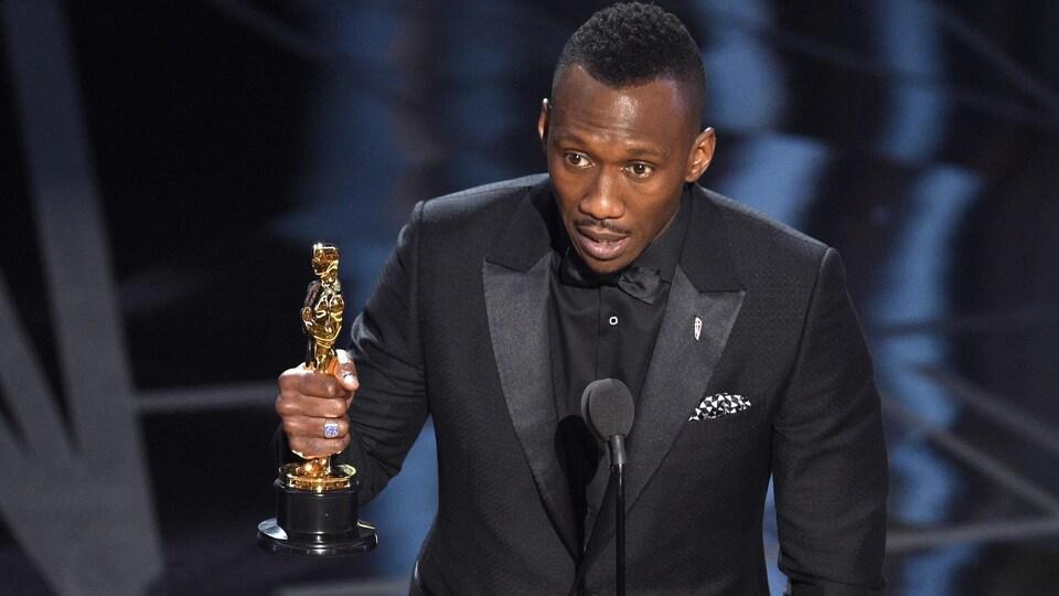 L'acteur du film «Moonlight» Mahershala Ali a remporté l'Oscar du meilleur acteur de soutien dimanche à l'occasion de la 89e cérémonie des prix du cinéma américain