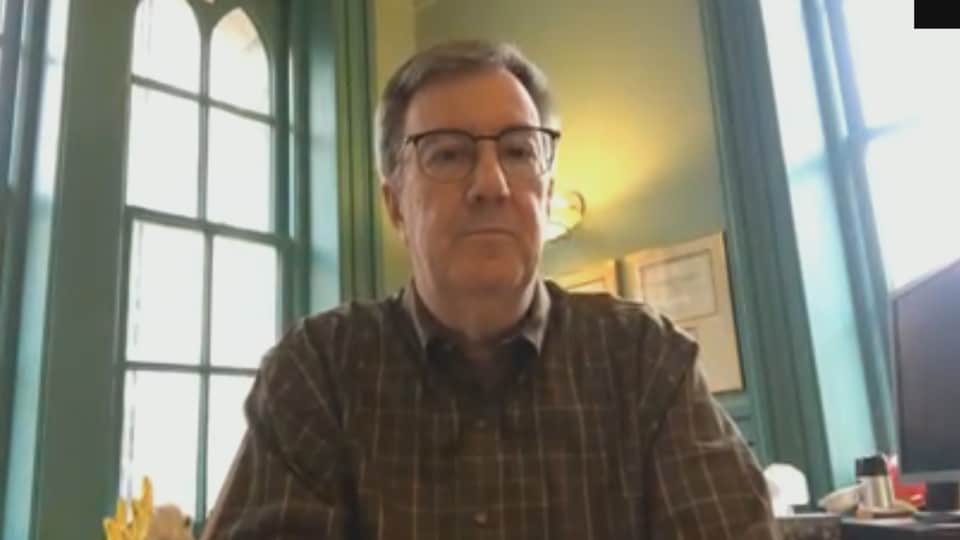 Le maire Watson lors d'une entrevue via Skype.