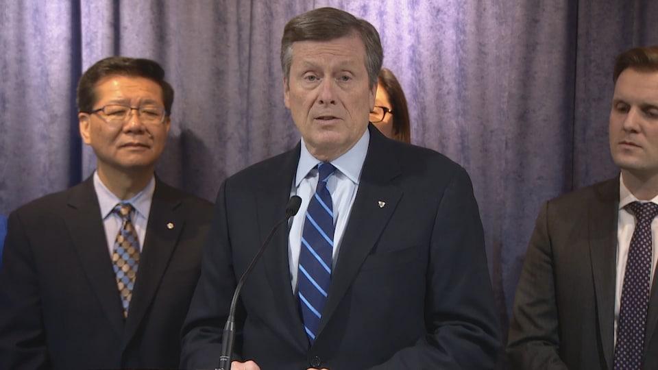Le maire de Toronto en conférence de presse.