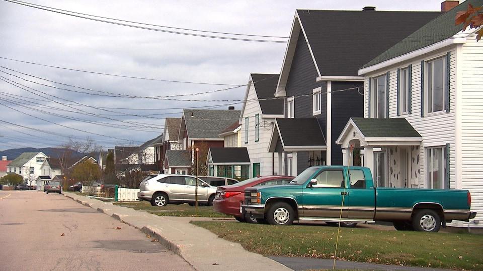 Des maisons sur la rue Champlain à Baie-Comeau