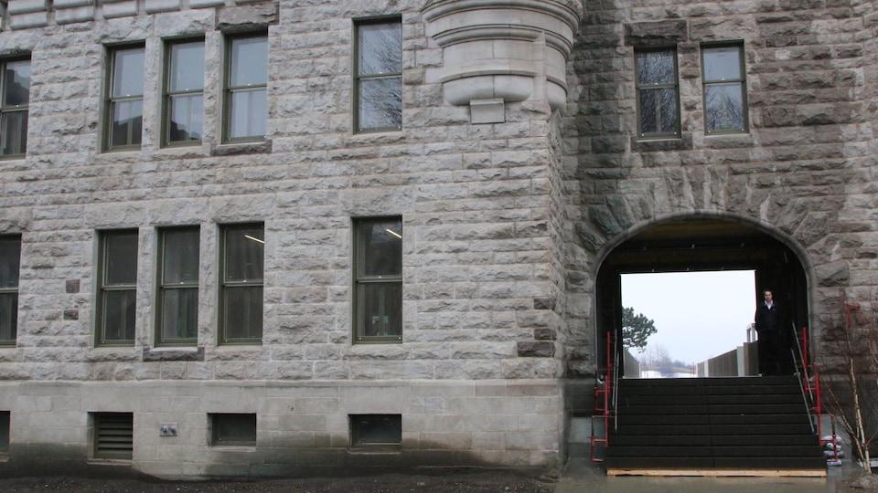 Une porte du manège militaire de Québec donne désormais accès aux plaines d'Abraham