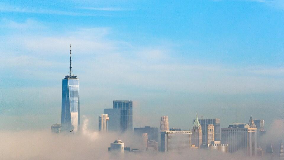 Une vue de Manhattan avec une épaisse couche de smog.