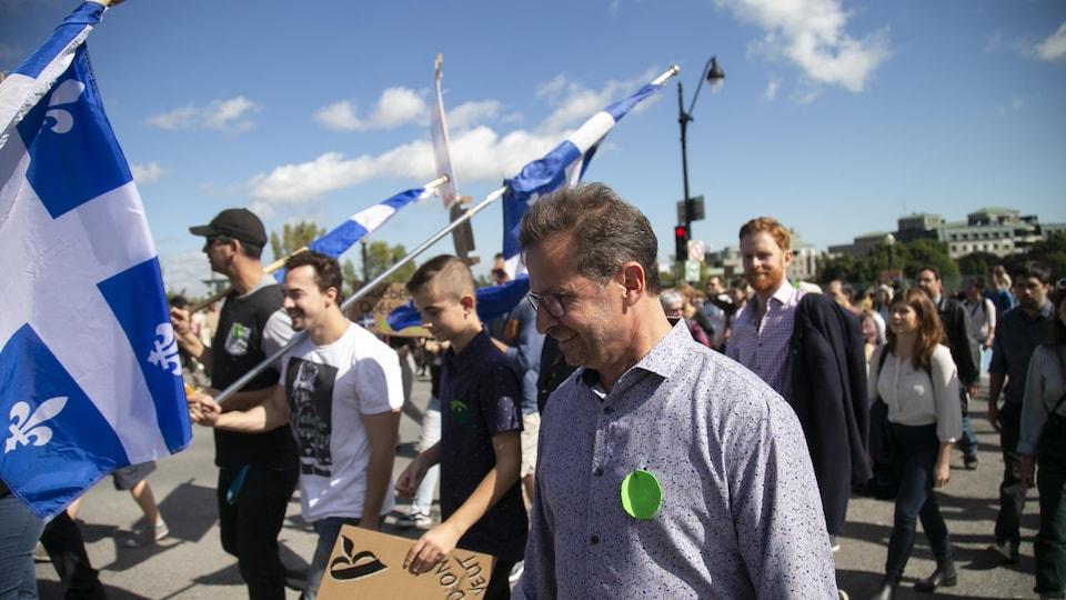 Yves-François Blanchet, chef du Bloc québécois, lors d'une manifestation environnementale à Montréal.