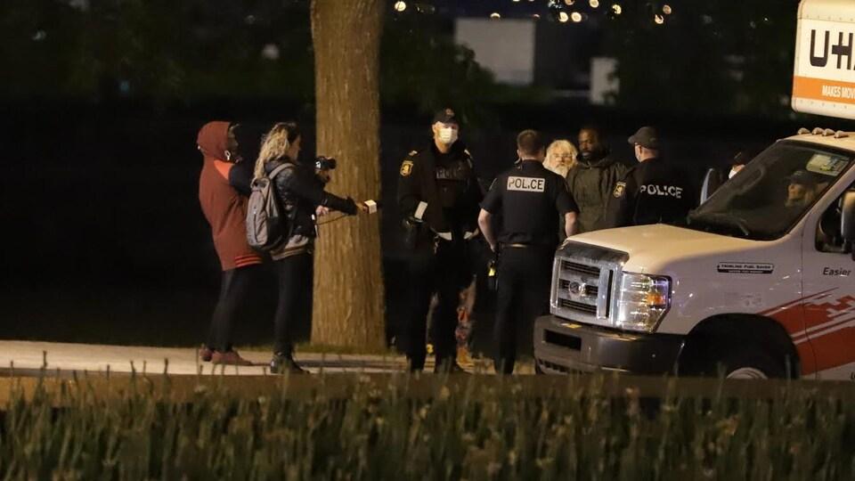 Une dernière manifestation contre le couvre-feu a lieu hier soir à Québec, à quelques heures de sa levée.