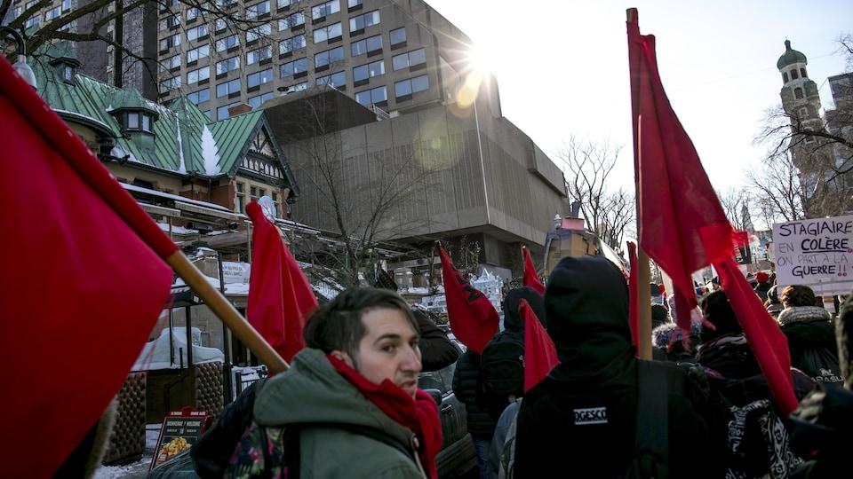 Des manifestants sur la Grande-Allée.