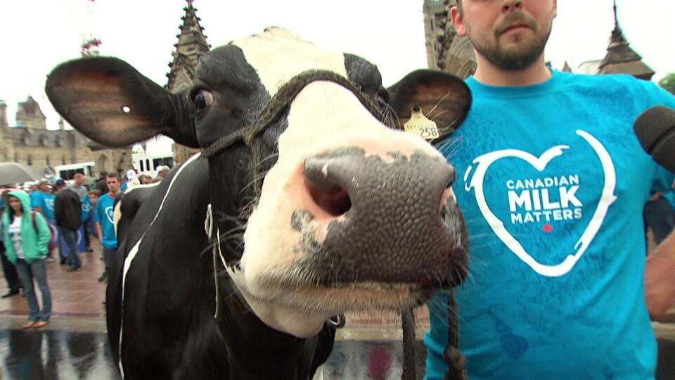 Трамп потребовал от Канады разрушить систему управления поставками молочных продуктов