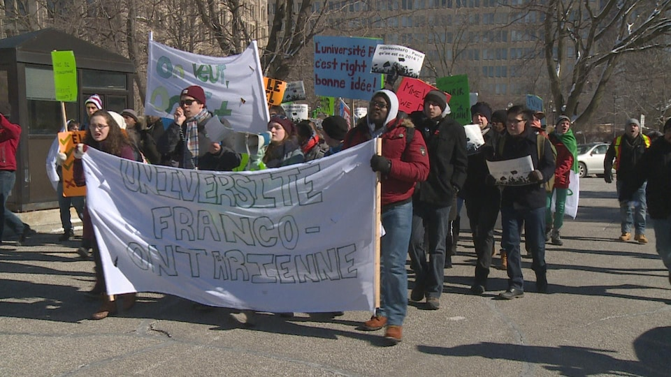 Une manifestation pour une université franco-ontarienne