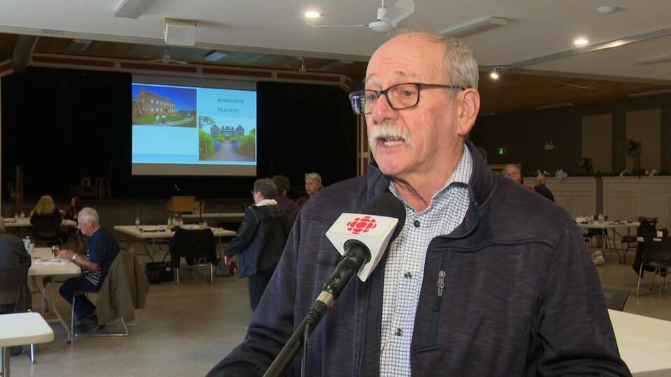 Marcel Bernard, le président de l'Association touristique Évangéline, en entrevue avec Radio-Canada.