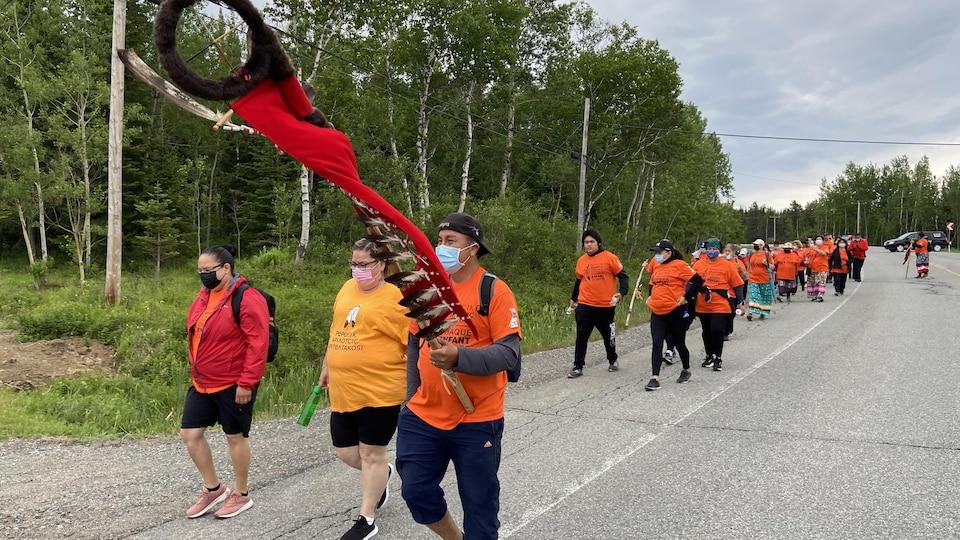 La marche a réuni une trentaine de personnes de Pikogan.