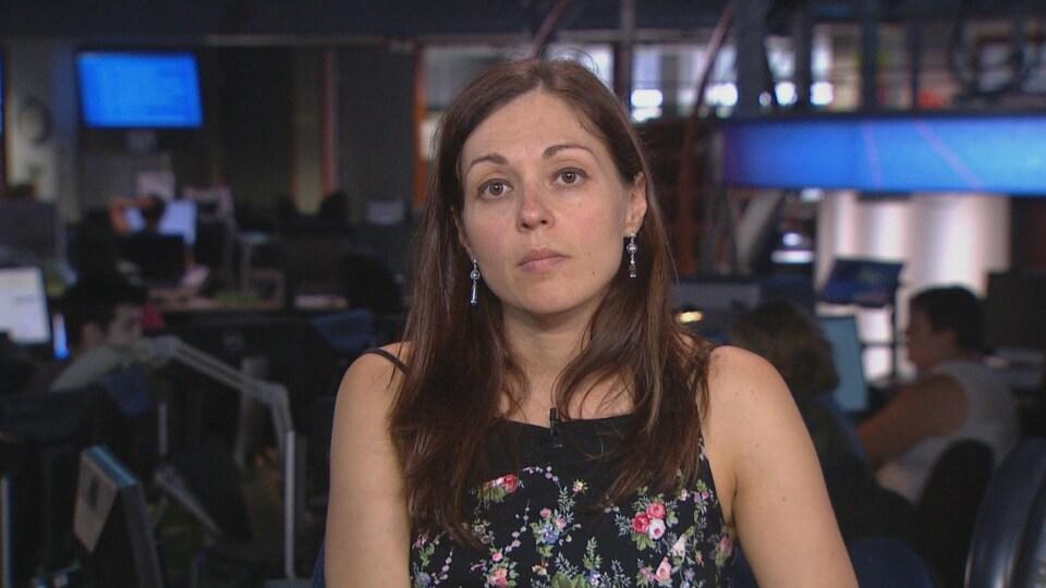 Mariane Labrecque dans une salle des nouvelles de Radio-Canada.