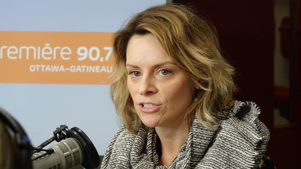 Marie-Claude Pichette dans les studios de Radio-Canada
