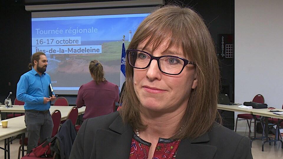Gros plan sur le visage de la ministre Marie-Eve Proulx.