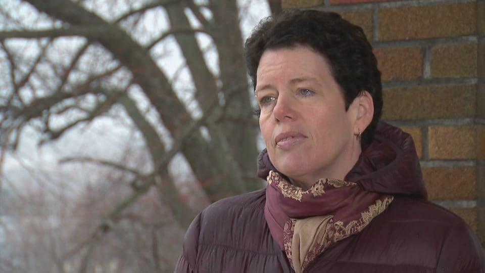 Marie-France Canuel lors d'une entrevue à l'extérieur le 13 avril 2020.