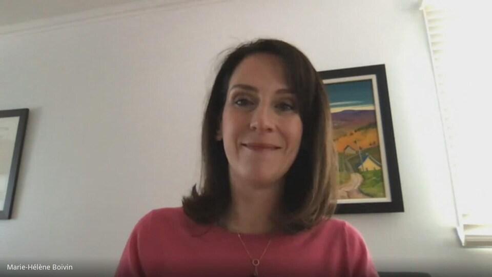 La Dre Marie-Hélène Boivin chez elle en entrevue par vidéoconférence.