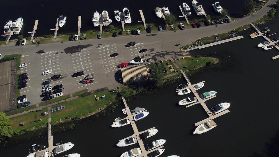Vue aérienne de la marina de Lachine.