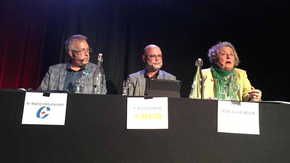 Les trois candidats durant un débat.
