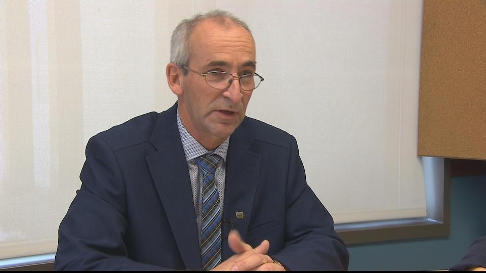 Le président régional de l'Union des producteurs agricoles pour le Saguenay-Lac-Saint-Jean, Mario Théberge, participe à une conférence de presse.