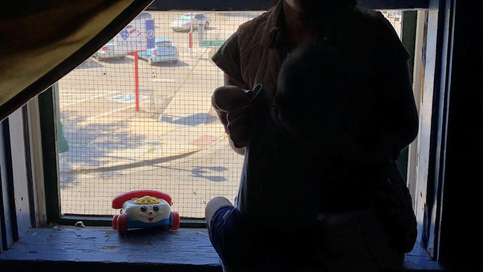 Marisol et son fils dans le refuge pour migrants à El Paso, au Texas.
